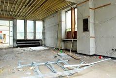Der Innenraum eines verheerenden Gebäudes Stockbilder