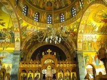 Der Innenraum der orthodoxen Kirche des Heiligen Savvas vom Schutzpatron der griechischen Insel von Kalymnos stockfotografie