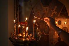 Der Innenraum der Russisch-Orthodoxen Kirche lizenzfreie stockfotografie