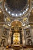 Der Innenraum von St- Peter` s Basilika in Vatikan Lizenzfreie Stockfotos