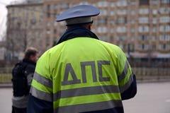 Der Inspektor von Verkehrspolizeiservices in der Mitte von Moskau Lizenzfreies Stockbild