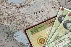 Der Iran-Visum im Pass Schließen Sie oben von der amtlichen Urkunde, die durch I herausgegeben wird r I Botschaft mit Hoheitszeic lizenzfreie stockbilder