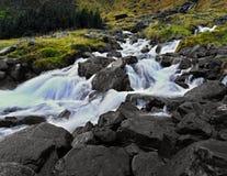 Der isländische Gebirgsfrühling lizenzfreie stockfotografie