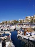 Der Jachthafen mit seinen Booten in Marbella in Spanien Stockbilder