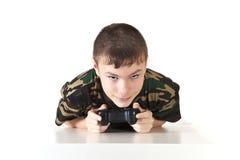 Der Jugendliche hält den Steuerknüppel Lizenzfreie Stockfotografie