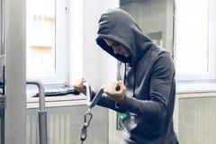 Der Jugendliche nimmt an Energieeignung teil lizenzfreie stockfotografie