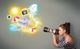 Der Jugendphotograph, der Fotos vom Feiertag macht, malte Ikonen Stockfotografie