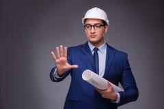 Der junge Architekt im industriellen Konzept Lizenzfreies Stockfoto