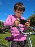 Der Junge betrachtet die Weise Lizenzfreie Stockfotografie