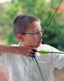 Der junge Bogenschütze stockbild
