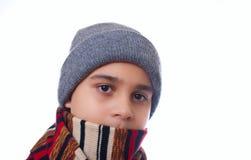 Der Junge in der Winterkleidung Stockbild