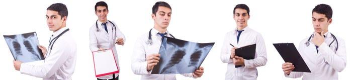 Der junge Doktor mit Röntgenstrahlbild auf Weiß stockfoto