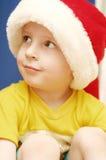 Der Junge in einer Schutzkappe des neuen Jahres Stockfoto