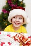 Der Junge in einer Schutzkappe des neuen Jahres Lizenzfreies Stockbild