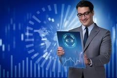 Der junge Geschäftsmann im Data - Mining-Konzept Stockfotografie