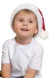 Der Junge im Hut von Santa Claus Lizenzfreies Stockfoto