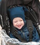 Der Junge im warmen Matrosen stockfotografie