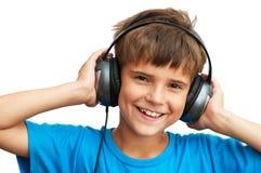 Der Junge lächelt im blauen Hemd Stockfotos