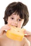 Der Junge mit einem Käse Stockfotos