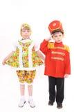 Der Junge und das Mädchen in den Klagen Lizenzfreie Stockfotos