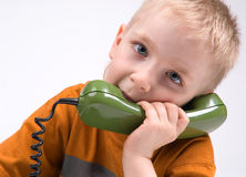 Der Junge und das Telefon Lizenzfreies Stockbild