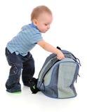 Der Junge und der Rucksack. Stockfoto
