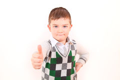Der Junge zeigt den allen gut Lizenzfreies Stockbild