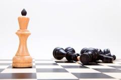 Der König auf dem chessboasrd Stockbild