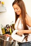 In der Küche Stockbild