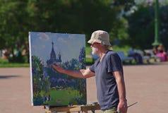Der Künstler zeichnet von der Natur Lizenzfreie Stockbilder