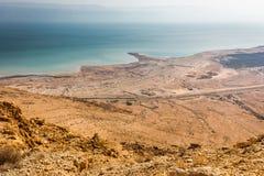 Der Küstenlinienansicht des Toten Meers hoher Winkel von oben, alte Ruinen Stockbilder