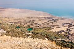 Der Küstenlinienansicht des Toten Meers hoher Winkel von oben, alte Ruinen Lizenzfreie Stockfotos