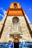 Der Kalksteinturm des gotischen Sint Janskerk in der historischen Stadt von Maastricht Jetzt gemalt, ursprünglich getan mit Ochse lizenzfreie stockfotografie