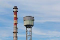Der Kaminstapel des Stahlwerkes Lizenzfreie Stockfotos
