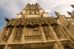 der Kathedrale oben betrachten Lizenzfreies Stockfoto