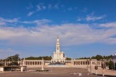 Der Kathedralenkomplex mit Kolonnade stockfotos