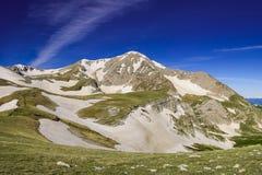 Der Kaukasus ist ein Gebirgs-System in West-Asien zwischen dem Schwarzen Meer und dem Kaspischen Meer in der Kaukasus-Region Stockfotografie