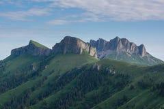 Der Kaukasus ist ein Gebirgs-System in West-Asien zwischen dem Schwarzen Meer und dem Kaspischen Meer in der Kaukasus-Region Lizenzfreies Stockbild