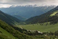 Der Kaukasus ist ein Gebirgs-System in West-Asien zwischen dem Schwarzen Meer und dem Kaspischen Meer in der Kaukasus-Region Stockbild