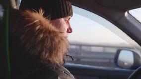 Der Kerl steuert das Auto Winter stock video footage