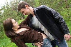 Der Kerl und der Mädchentanz Stockfotos