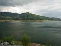 Der khun Dan-prakarnchon Brunnenwasserwerk-Lagunensee Lizenzfreies Stockfoto