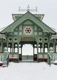 Der Kiosk unter dem Schnee lizenzfreie stockfotos