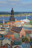 Der Kirchturm der Dumskaya-Kathedrale, sonniger Tag kann herein im alten Riga lettland Lizenzfreie Stockfotografie