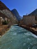 Der klare Fluss in Jiuzhaigou Stockfotos