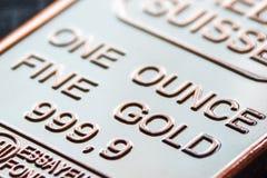 Der kleine Goldbarren ist eine Unze Lizenzfreie Stockfotografie