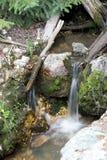 Der kleine Wasserfall Lizenzfreie Stockbilder