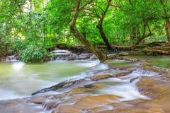 Der kleine Wasserfall Stockfotografie