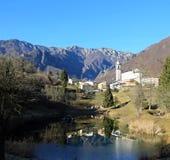 Der kleinste Stadtbezirk von Italien nannte LAGHI mit dem wenig lizenzfreie stockfotos