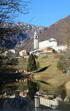 Der kleinste Stadtbezirk von Italien nannte LAGHI mit dem wenig lizenzfreies stockbild